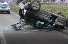 Accident la ieșirea din Darabani! O mașină s-a răsturnat după o depășire imprudentă - FOTO