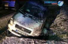 Accident la Saucenița! O mașină scăpată de sub control s-a izbit într-un cap de pod - FOTO