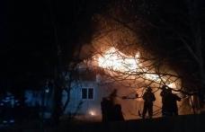 Locuință din Dersca distrusă de jarul căzut din sobă pe materiale combustibile