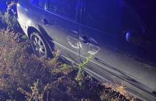 Mort de beat și fără permis, s-a oprit cu mașina în stâlp