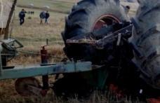 S-a ales cu dosar penal după ce mort de beat a agățat căruța la tractor și a plecat la treabă....