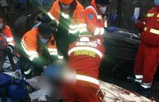 Accident GRAV! Doi tineri răniți din care unul încarcerat  – FOTO