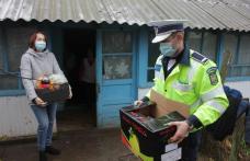 Cadouri în avans de la Moș Crăciun prin intermediul polițiștilor - FOTO