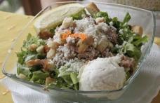 Salată verde cu ton și maioneză