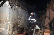 Locuință distrusă de jarul căzut din sobă pe materiale combustibile - FOTO