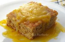 Prăjitură cu mere și sos de lămâie