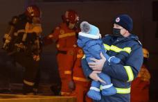"""Gest emoționant pentru un pompier din Botoșani! """"Vă mulțumim că ne ținem băiețelul sănătos în brațe"""""""