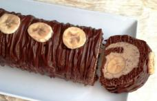 Ruladă cu cremă de ciocolată și banane