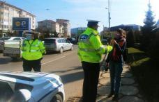 Poliţiştii rutieri au oferit de 8 Martie, flori femeilor aflate la volan – FOTO