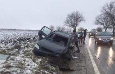 Accident pe drumul Dorohoi - Botoșani! Două mașini s-au ciocnit după o depășire imprudentă – FOTO