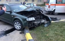 Accident în intersecția din fața ISU Botoșani. Trei copii au fost transportați la spital - FOTO