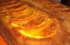 Prăjitură răsturnată cu portocale caramelizate