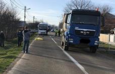 O bătrână și-a pierdut viața după ce a lovit-o în plin un camion pe un drum din județ
