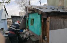 Doi bătrâni din Săveni au ajuns la spital cu arsuri în urma unui incendiu care le-a cuprins locuința - FOTO