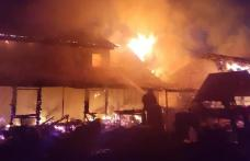 UPDATE incendiu: Au ars casa, trei anexe și mai multe animale