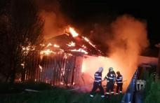 Incendiu puternic în Dorohoi! Familie rămasă fără locuință din cauza neglijenței - FOTO