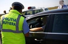 Tânăr fără permis, depistat în trafic de polițiști