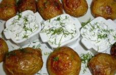 Cartofi copți cu sos de iaurt