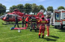 """Femeie din Dorohoi preluată de urgență de elicopterul SMURD de pe stadionul """"1 Mai"""" - FOTO"""