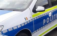 Un tânăr fără permis a intrat cu mașina în ușa unui magazin din Botoșani