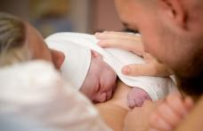 Tatăl poate asista la naștere, după 15 luni de restricții. Ce condiții trebuie să îndeplinească