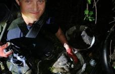 Misiune contra cronometru pentru pompieri după ce doi câini au căzut într-o fântână
