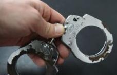 Tânăr reţinut pentru săvârşirea mai multor infracţiuni de furt