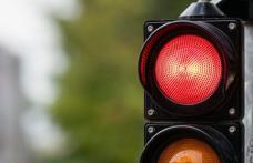 Bărbat din Corlăteni prins de polițiști după ce a trecut pe culoarea roșie a semaforului