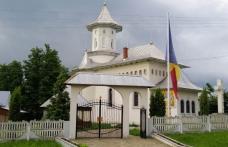 """Preasfințitul Nichifor Botoșăneanul va oficia slujba la Biserica """"Sfânta Treime"""" Smârdan"""
