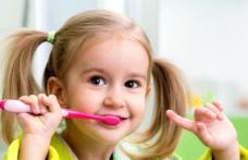 Cum prevenim cariile copiilor