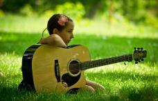 """Încep înscrierile pentru Festivalul Naţional de Muzică Folk pentru Copii şi Tineret """"Seri melancolice eminesciene"""" 2021"""