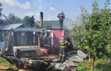 Familie cu cinci copii minori rămasă fără locuință în urma unui incendiu - FOTO