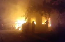 Pompierii dorohoieni solicitați pentru stingerea unui incendiu în Vorniceni - FOTO