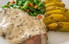 Cotlet de porc cu sos de piper verde