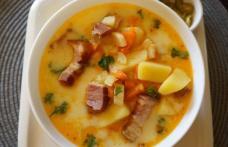 Supă țărănească cu cartofi, praz și bacon