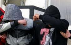 Doi tineri reținuți pentru furt