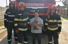 Cățel salvat de la moarte sigură de pompieri