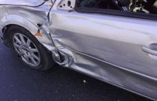 O tânără de 21 de ani, în stare de ebrietate a avariat o mașină parcată