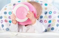 La ce să fim foarte atenți atunci când hrănim copiii mici
