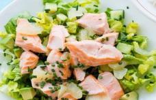 Salată cu ciuperci și somon