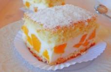 Prăjitură cu brânză și piersici