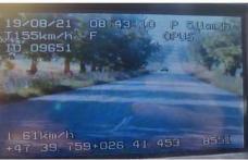 Un tânăr a rămas fără permis după ce a fost depistat de polițiști circulând cu peste 150 km/h