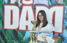 """Trofeul Festivalului Național de Creație și Interpretare a Muzicii folk """"Dăm folk"""" obținut de o dorohoiancă"""