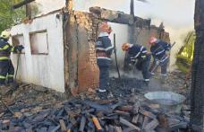 Anexă aprinsă de un scurtcircuit la Lozna. Pompierii dorohoieni au intervenit - FOTO