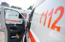 O femeie a ajuns la spital după ce o mașină a acroșat-o pe trecerea de pietoni