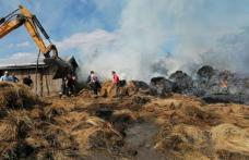 Incendiu puternic la o gospodărie din județ. 230 de baloți de furaje au ars - FOTO