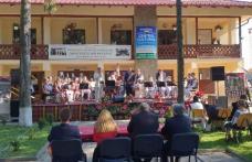 """Orchestra """"Mugurelul"""" de la Clubul Copiilor Dorohoi prezentă la Festivalul """"Moştenite din bătrâni"""" Vorona 2021 – FOTO"""