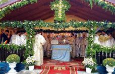 """Sfințirea bisericii """"Adormirea Maicii Domnului"""" Dumbrăvița - revărsare de lumină și har – FOTO"""
