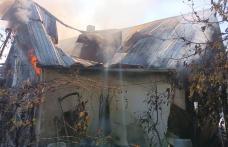 La 101 ani, o femeie din județul Botoșani și-a văzut casa mistuită de flăcări - FOTO