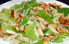 Salată simplă cu piept de pui